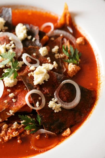 Chilaquiles de guajillo